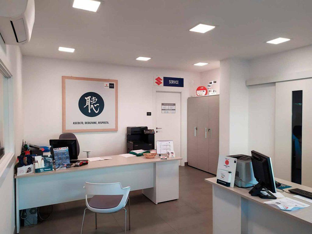 seren-automobili-concessionaria-suzuki-rovigo-ufficio-commerciale
